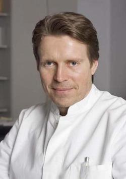 Руководитель клиники кохлеарной имплантации - доктор медицинских наук Винфрид Хохенхорст